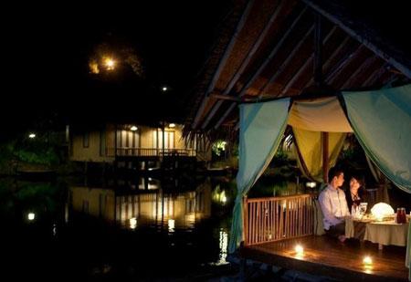 kampung sampireun,garut,wisata romantis