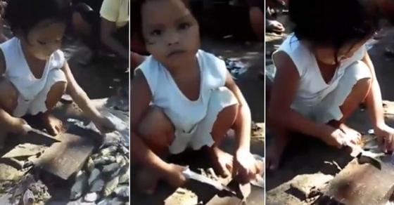 mainan pisau,bocah kecil,bocah,gadis kecil