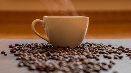 Secangkir kopi mengandung kafein