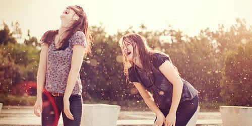 hidup bahagia,bahagia,teman,persahabatan,tertawa