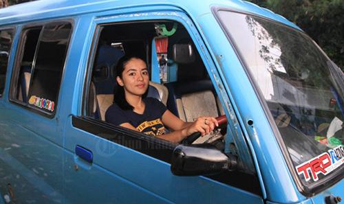 Brenda Trivena Grace Salea ,supir angkot,cantik,mahasiswa cantik