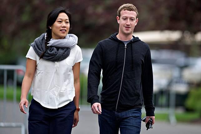 MarkZuckerberg & Priscilla Chan gemar berjalan kaki