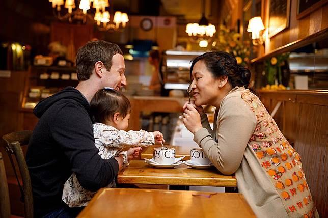 Keluarga Mark Zuckerberg, sederhana tapi bahagia,