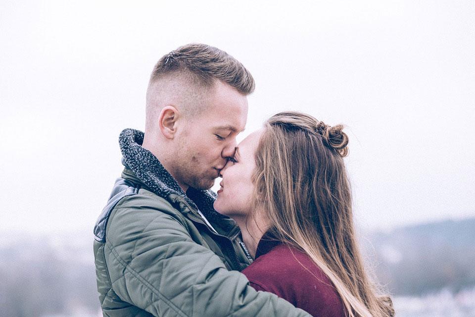 8. Saat mereka jatuh cinta, mereka rela memberikan segalanya. Sayangnya