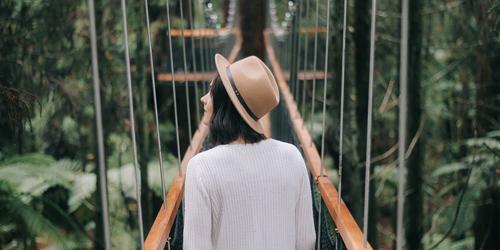9. Selalu nyaman menikmati kesendirian