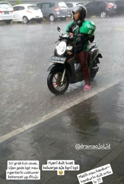 7.Menerjang hujan badai demi customer