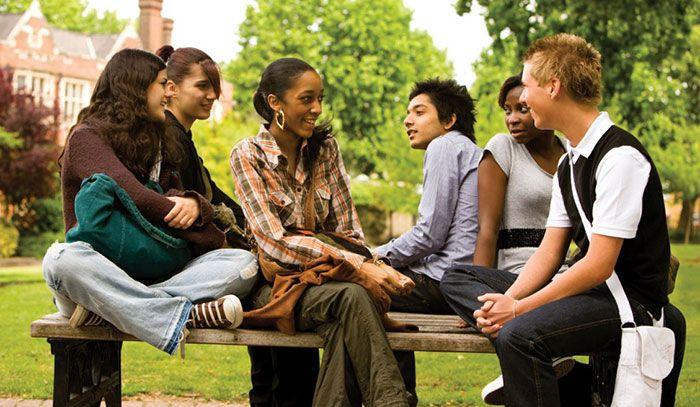 6. Serunya bertemu dan menjalin pertemanan dengan orang- orang baru