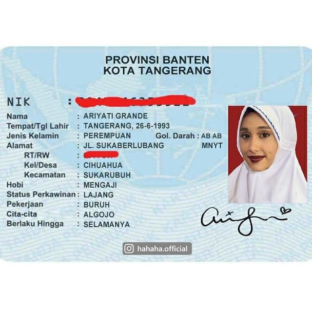 3. Nama Ariana Grande berubah jadi Ariyati biar kerasa banget Indonesia- nya. Hobinya? Mengaji lhooo