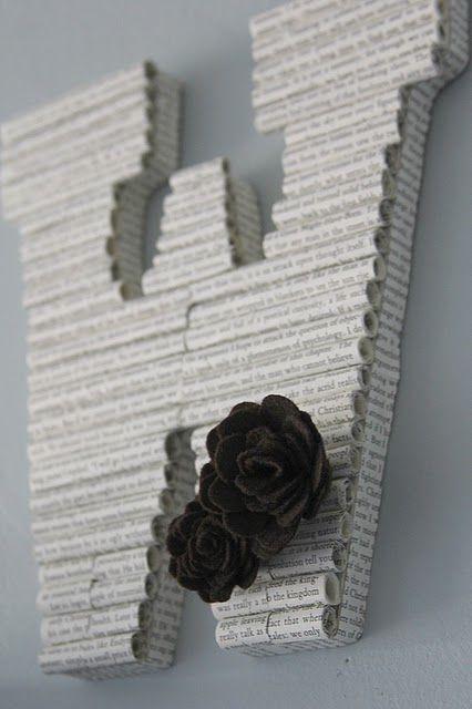 1. Hiasan dinding yang membuat ruanganmu terlihat lebih cantic ini terbuat dari gulungan koran