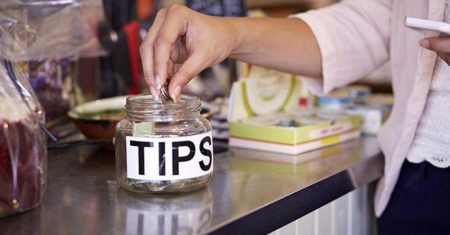 Tradisi memberi tips dianggap kasar di Jepang