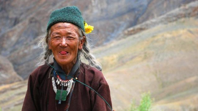 Di Tibet, memberi salam dilakukan dengan cara unik, yaitu menjulurkan lidah