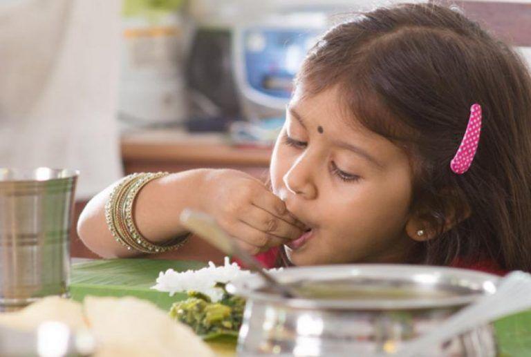 Makan dengan tangan kiri dilarang keras di India