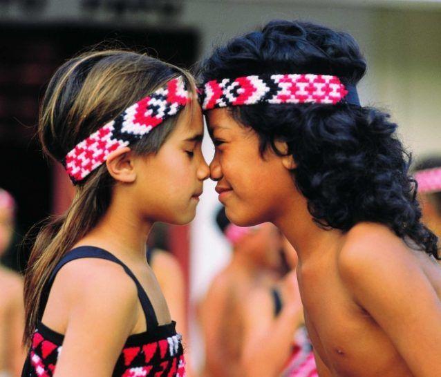 Suku Maori di New Zealand punya tradisi unik dalam memberi salam