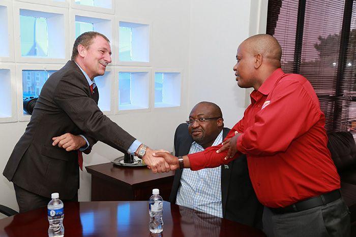 Cara unik dalam memberi salam di Botswana