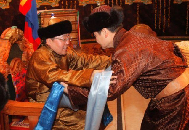 Di Mongolia, tradisi 'hada' akan dilakukan saat menyambut tamu