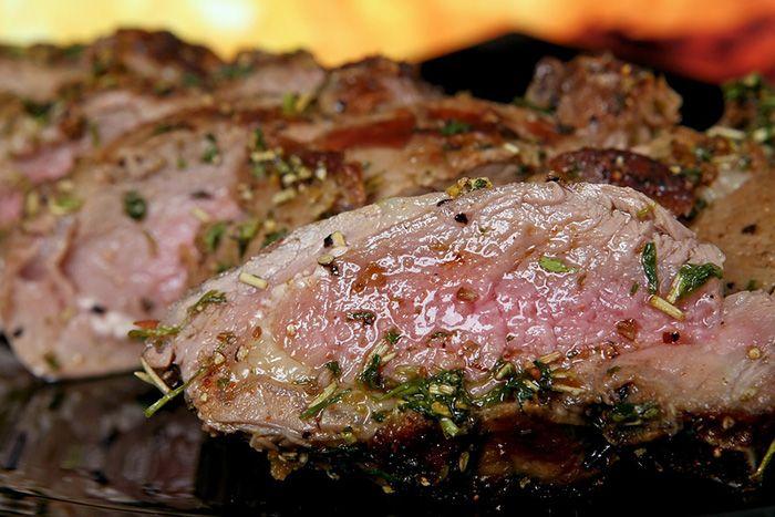 Terlalu sering membolak- balik daging membuatnya tidak sehat