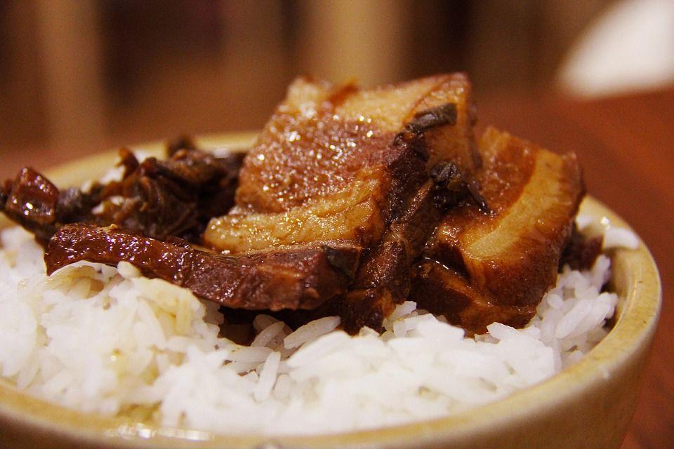 2. Masak nasi secukupnya saja, dan habiskan saat itu juga. Menghangatkannya kembali dapat menimbulkan spora