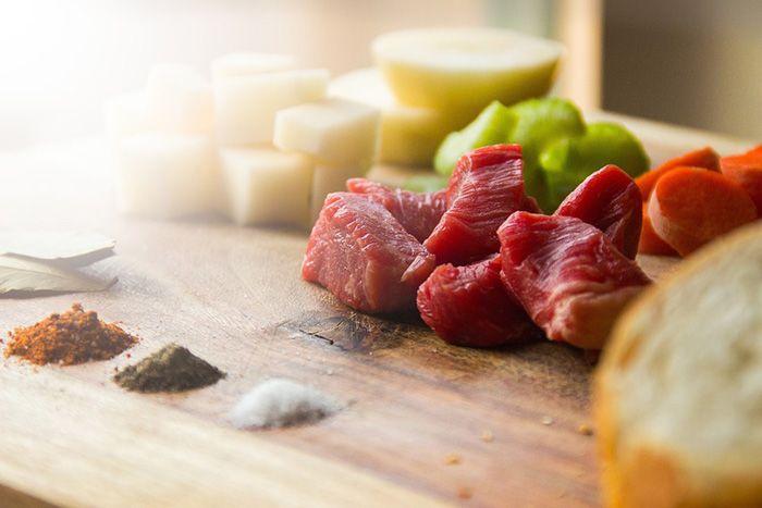 Tidak memotong daging dengan benar