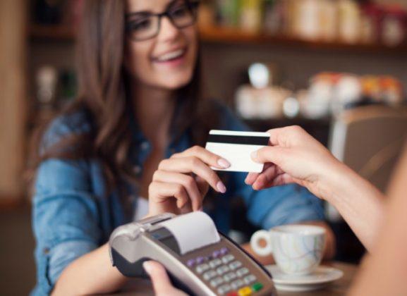 Setiap orang membayar makanannya sendiri saat memesan sehingga nggak perlu ribet lagi dengan tagihan