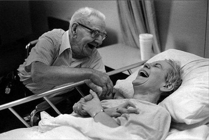 12. Kita menua bersama, dan selamanya aku akan membuatmu tertawa dan bahagia