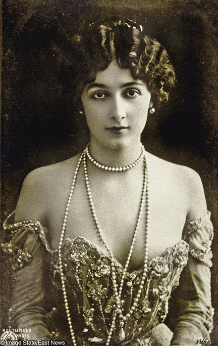 3. Lina Cavalieri adalah penyanyi opera asal italia