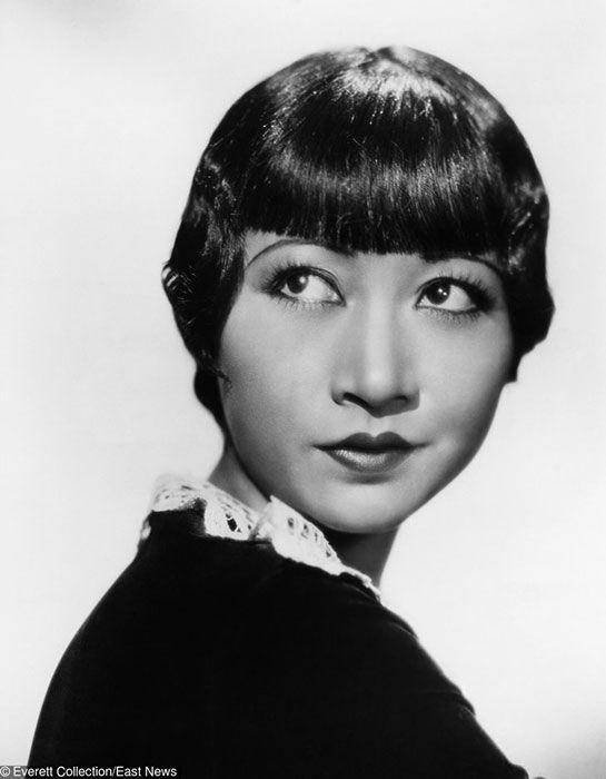 Wajah keturunan Asia memang dianggap cantik sejak dulu kala. Meski rambutnya nggak ikal kayak yang lainnya, Anna May Wong yang berdarah campuran Amerika-Cina ini sukses berkarir artis. Ia bahkan sempat membintangi beberapa film Hollywood