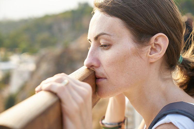 Wajah wanita sering terlihat lelah adalah salah satu tanda stress