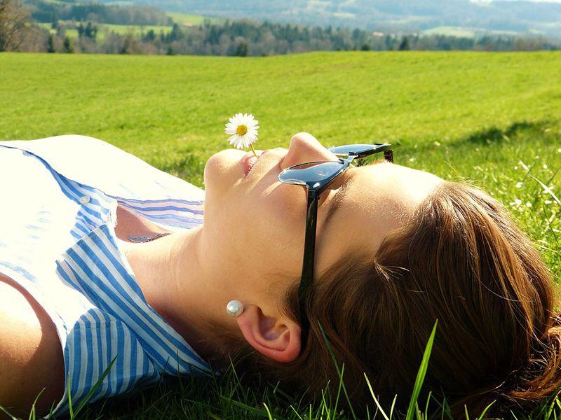 Berjemur di bawah paparan sinar matahari tanpa SPF bisa sangat berbahaya