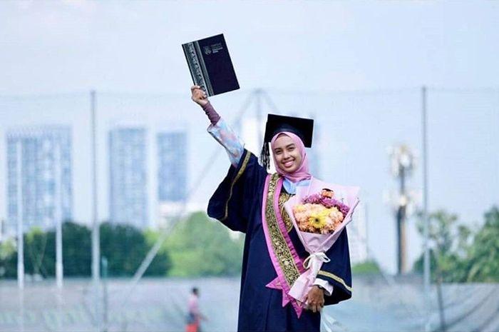Viral Kisah Wisudawati yang Mengaku Pernah Durhaka pada Orangtuanya