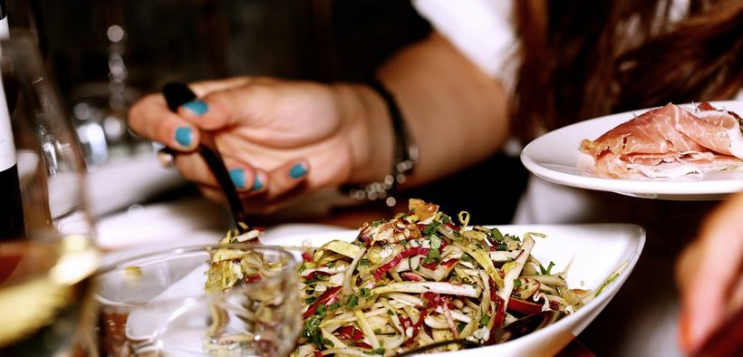 Makan terlalu cepat tidak baik untuk sistem pencernaan