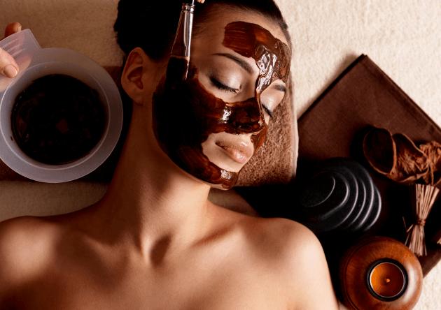 Menggunakan masker kopi untuk kesehatan dan kecantikan kulit